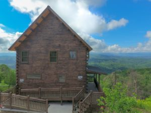 A View From the Top Cabin provides plenty of room in this Katahdin Cedar Log Home rental in Pigeon Forge TN