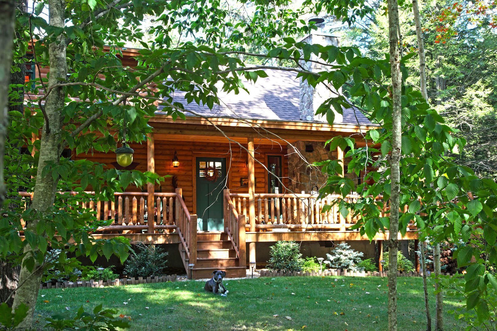 Senator modified log home model from katahdin for Small log cabin homes pictures